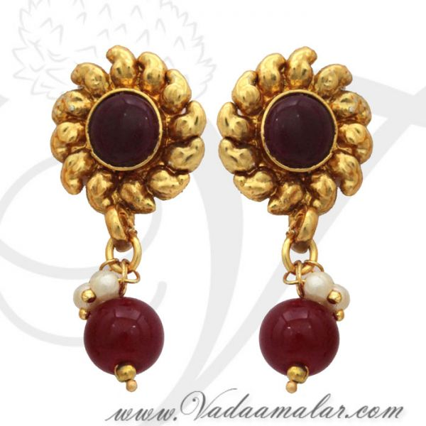 Antique design pendant with matching earring for traditional India sarees and salwars