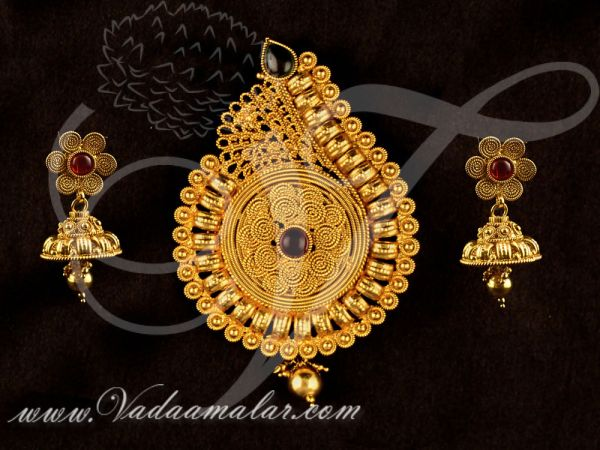 Antique design pendant with matching earring set